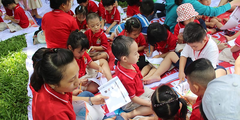 https://wass.edu.vn/wp-content/uploads/2017/07/Cung-cac-be-Mam-non-Tay-Uc-dao-quanh-Thao-Cam-Vien-Sai-Gon-14.jpg